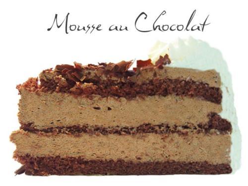 Dunkler Schokoladen Biskuit mit echtem Übersee Rum mariniert und zwei Schichten luftiges Schokoladenmousse.